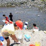 屋久島の川で、地元の子供たちとはしゃぐ!