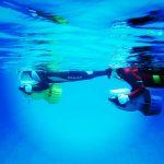 屋久島の海・川で「水中スクーター。走るの楽しすぎ!」