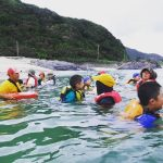 屋久島の海・川で。海辺の安全教室